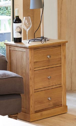 Mobel  Oak 3 Drawer Lamp Table/ Bedside Cabinet